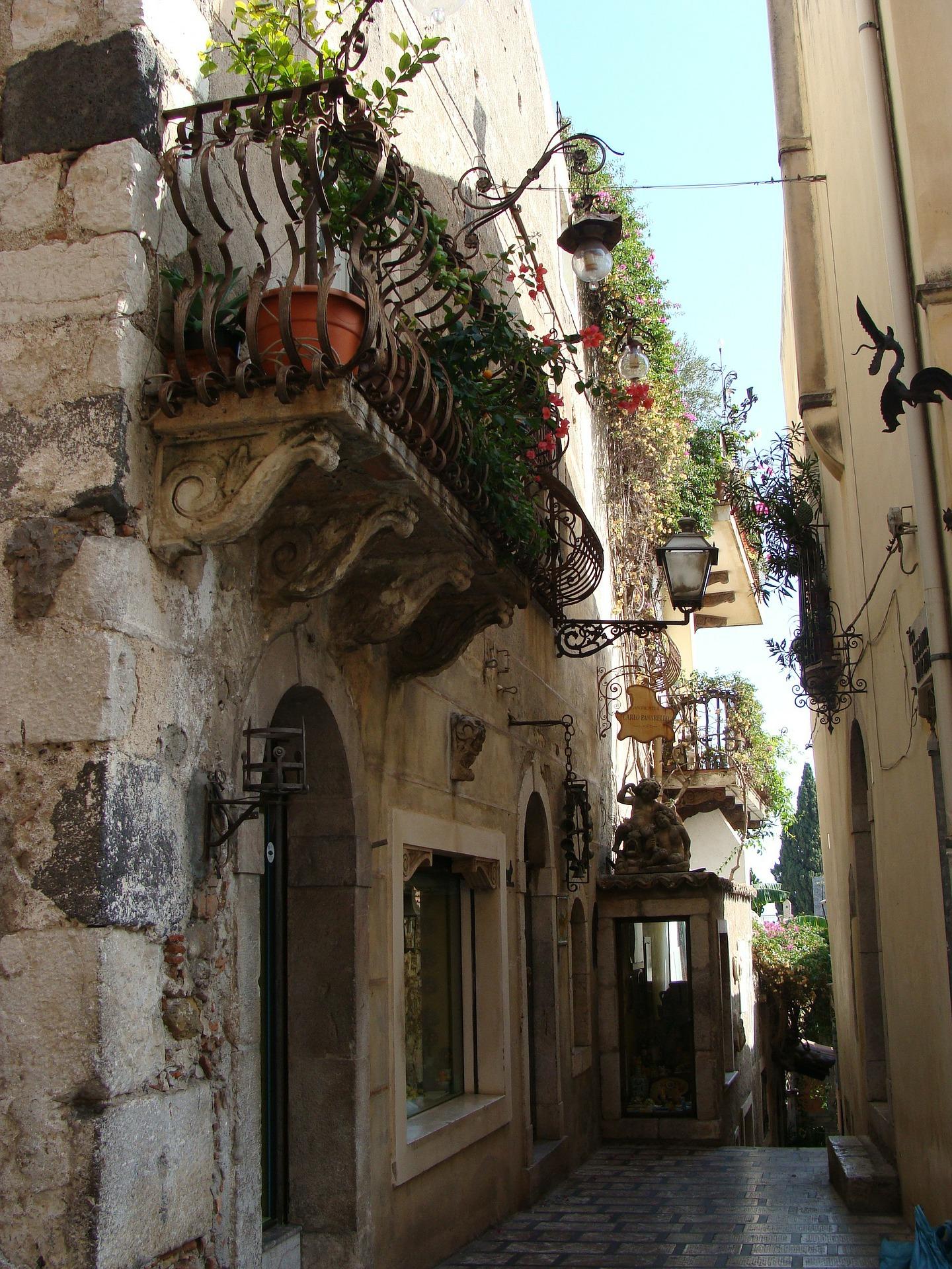 Taormina, calles típicas en el casco viejo de la ciudad
