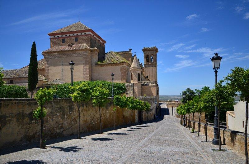 Vista lateral de la Colegiata de Osuna (foto Andalucia.org)