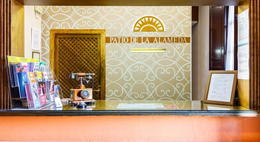 Recepción hotel Patio de la Alameda